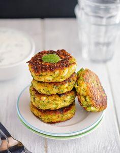 7/10 - Leckern, nur weniger Cumin und Salz nehmen Creamy Greek Zucchini Patties (Low Carb & Gluten-Free)