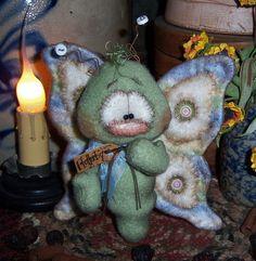 "Primitive Raggedy Butterfly Bear Bug 5"" Flower Doll ★ Vtg Patti's Ratties Ornie Snowman Crafts, Xmas Crafts, Summer Crafts, Felt Crafts, Sewing Art, Sewing Crafts, Sewing Projects, Sewing Stuffed Animals, Stuffed Toys Patterns"
