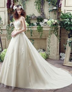 A-line Sweetheart Chapel Train Ivory Tulle Wedding Dresses WD30235