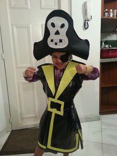 JP es un pirata ;) (material reciclado) Disfraz