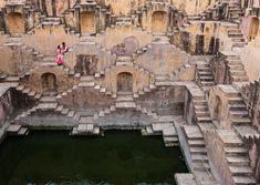 インドの街ジャイプールにある、16世紀に建造された階段井戸。