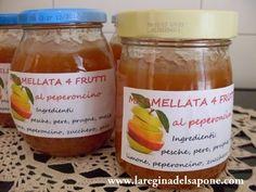 MARMELLATA 4 FRUTTI AL PEPERONCINO  Ingredienti:  (per 4 vasetti circa)  2 kg di frutta fresca e matura tra pere (morbide), pesche, prug...