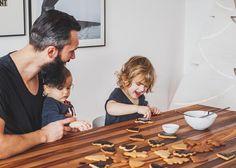 #christmasspirit #dadandchildren #decoratinggingerbreadcookies #valenciakaredesign