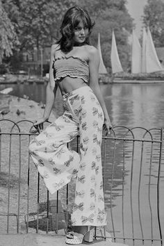 Title: Tube Top Photographer: Ranker This image is from the same website. It is dedicated to images from the 70s Outfits, Vintage Outfits, Fashion Outfits, Stylish Outfits, Seventies Fashion, 60s And 70s Fashion, Fashion Moda, 1970s Hippie Fashion, 70s Disco Fashion