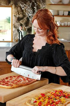 I just LOVE Ree and this pizza looked amaze on her show today!