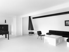 frederik vercruysse minimal house  An all black & white home, something I will never be able to do. Or dare to do for that matter. Cause even though I love über minimal interiors and there are almost no colors to be found at my home, I don't think I will feel at home without even a grey hue or some wood tones. But I do appreciate someone taking minimalism all the way!  Source: Frederik Vercruysse