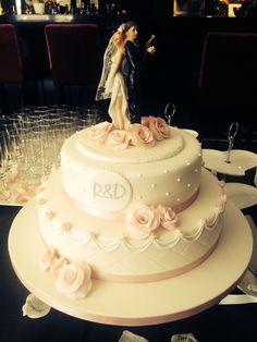 #cake5 #bruidstaart #lichtroze #hotelgilzerijen #allinclusivebruiloft