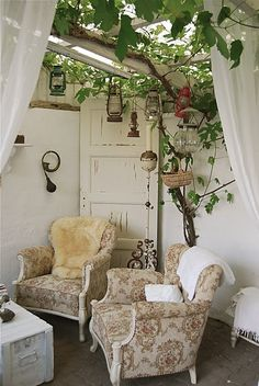 Love the door in the corner and the lanterns hanging from the open ceiling - Outdoor Rooms Outdoor Rooms, Indoor Outdoor, Outdoor Living, Outdoor Decor, Outdoor Lounge, Gazebos, Open Ceiling, Home Decoracion, Outside Living