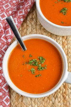 Slimming Eats - Slimming World Recipes Syn Free Cream of Tomato Soup Slimming World Soup Recipes, Healthy Dinner Recipes, Vegetarian Recipes, Meal Recipes, Vegetable Recipes, Green Vegetarian, Cream Of Tomato Soup, Tomato Tomato, Cream Soup