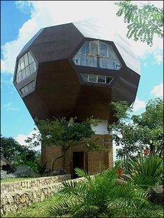 It's a soccer ball! It's a house! Located in Blantyre, Malawi this Football House was built by Dutch Architect Jan Sonkie as his residence. Unusual Buildings, Interesting Buildings, Amazing Buildings, Amazing Houses, Famous Buildings, Crazy Home, Colani, Unique House Design, Dome House