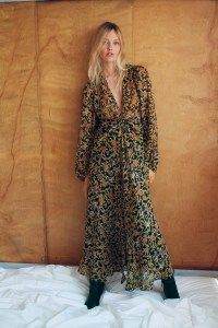Sasha Pivovarova Poses in Zara's Eclectic Fall Styles . . Shop for cute dresses, find discounts, coupon codes, promo on dresses! #cheapdresses #fashiondiscount #cutedress #dresses #outfits High Street Fashion, Lookbook Mode, Fashion Lookbook, Cheap Dresses, Cute Dresses, Dresses With Sleeves, Sleeve Dresses, Beautiful Dresses, Fantasy Fashion