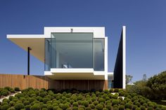 Casa Vale do Lobo by Arqui+ Arquitectura That feeling you get on a cantilever...floating