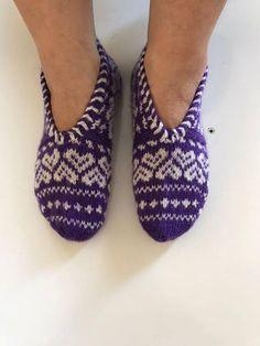 Fait à la main chaussons / chaussettes / chaussons Chaussons tricotés turque Authentique chaussures Chaussettes traditionnelles  Si vous êtes intéressé dans les modèles culturels, des motifs ornementaux ou matériaux régionaux d'origine, ces chaussons sont juste pour vous car ils sont une Baby Shoes, Slippers, Crochet, Socks, Knitting, Etsy, Crafts, Fashion, Step By Step
