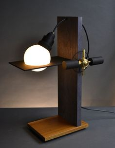 'Cantilever' table lamp