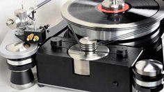 Los discos de vinilo han vuelto: todo lo que necesitas saber sobre su tecnología Tomado de: http://www.di.sld.cu/?p=9861 Los discos de vinilo están viviendo una «segunda juventud». Basta darse un paseo por alguna de las grandes superficies comerciales en las que se vende música para encontrar al menos un expositor repleto de vinilos. A principios de este siglo, en plena explosión del MP3, probablemente ninguno habríamos intuido que estos discos volverían a las […]