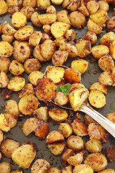 Healthy and crispy Oven Roasted Potatoes. Baby potatoes tossed with olive oil, flavored with crushed garlic and spices, garlic oven roasted baby potatoes, Baby Dutch Yellow Potatoes Recipe, Red Potatoes Oven, Oven Roasted Baby Potatoes, Toasted Potatoes, How To Cook Potatoes, Easy Baby Potatoes Recipe, Oven Baked Potato, Roasted Veggies In Oven, Pastries