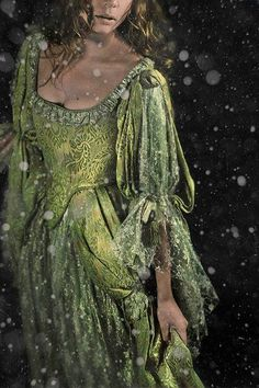 """Moss Green Celtic Gown David et Myrtille dpcom. Mode Glamour, Medieval Dress, Medieval Fashion, Medieval Costume, Fantasy Dress, Beautiful Gowns, Shades Of Green, Costume Design, Fairy Tales"