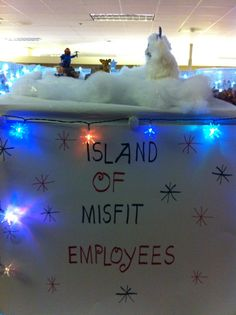 Island of Misfit Employees Christmas Cubicle ., Island of Misfit Employees Christmas Cubicle . Office Christmas Party, Christmas Door, Simple Christmas, Christmas Holidays, Xmas Party, Beautiful Christmas, Christmas Cubicle Decorations, Christmas Themes, Office Decorations