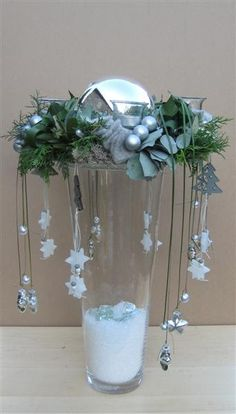 11 pretty, cute, funny and inexpensive ideas for Christmas – DIY Bast … - Christmas Decoration Holiday Quotes Christmas, Christmas Flowers, Noel Christmas, All Things Christmas, Christmas Wreaths, Christmas Ornaments, Cheap Christmas, Christmas Ideas, Christmas Arrangements