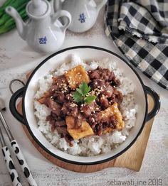 Tofu & Beef Rice Bowl🍚 Beef And Rice, Rice Bowls, Tofu, Waffles, Meat, Cooking, Breakfast, Beef, Baking Center