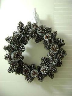 Casa Haus English: Pine Cone Wreath