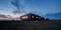 Lai Cheong brown has designed a self-sustaining,prefabricatedfarmhouse for a remote island off the coast of Australia.