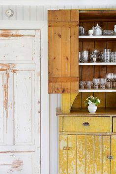 Summer house in Sweden Scandinavian Cottage, Swedish Cottage, French Country Cottage, Weathered Furniture, Painted Furniture, Antique Furniture, Yellow Cupboards, Sweden House, Kitchen Stories