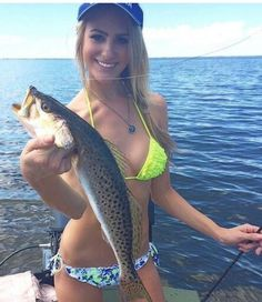 Girls Who Look This Good Fishing Are Definitely Marriage Material pics) - Picture Fishing Girls, Gone Fishing, Best Fishing, Marriage Material, Fishing Photos, Hunting Girls, Beautiful Women Pictures, Saltwater Fishing, Girls Show