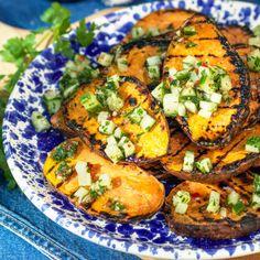 Grillad sötpotatis med gurksalsa