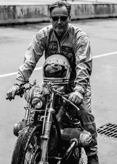 Photo by Laurent Nivalle at CAFE RACER FESTIVAL 2016. #bmw #boxer #caferacer #scrambler #biker #classicbike #vintage #custom #motorcycles #motorbikes