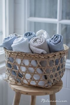 Maison Valentina is a luxury brand specialized in high-end bathroom furniture. Towel Basket, Linen Baskets, Luxury Duvet Covers, Luxury Bedding, Cozy Cottage, Cottage Living, Coastal Cottage, Country Living, Blue Towels