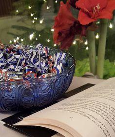 Loman pakolliset - duties of the holidays  #loma #holiday #holidaymood #vacay #xmastime #kirjat #booklover #chocolate #suklaa #brunberg #amaryllis #ähkynkähkyn #sortumusmaximus #lifeisgood #lifestyleblogger #nelkytplusblogit #åblogit #ladyofthemess