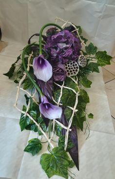 Funeral Flower Arrangements, Flower Arrangements Simple, Funeral Flowers, Tall Wedding Centerpieces, Cemetery Flowers, Funeral Memorial, Flowers Perennials, Arte Floral, Fall Home Decor