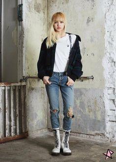 Your source of news on YG's current biggest girl group, BLACKPINK! Blackpink Fashion, Korean Fashion, Fashion Outfits, Jennie Lisa, Blackpink Lisa, Geisha, Square Two, Jenny Kim, Thai Princess
