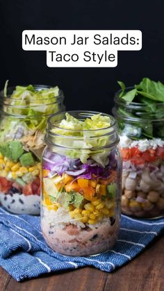 Mason Jar Lunch, Mason Jar Meals, Meals In A Jar, Mason Jar Food, Mason Jar Recipes, Snack Jars, Healthy Salad Recipes, Lunch Recipes, Vegan Recipes