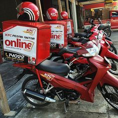 That's right KFC delivered via scooter in Lombok ... #upstickandgo #kfc #lombok #indonesia #fastfood #travellingtheworld #travelphotos #mataram #scooters