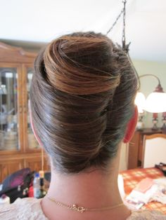 Roll Hairstyle, Bun Hairstyles, Wedding Hairstyles, French Twist Updo, French Twists, Cabello Pin Up, French Pleat, Beehive Hair, Big Bun