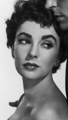Elizabeth Taylor Yes the only good thing I can do is to keep my word. Thank you such a gorgeous picture. Viejo Hollywood, Hollywood Icons, Old Hollywood Glamour, Golden Age Of Hollywood, Vintage Glamour, Vintage Hollywood, Hollywood Stars, Classic Hollywood, Divas