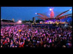 "Elton John ""Crocodile Rock"" Live at the Queen's Diamond Jubilee - YouTube"