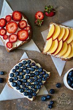 Toast, cream cheese, fruit.