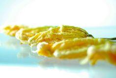 Fleur de courgette fourrée à la mozzarella et anchois