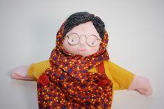 handpop oude dame, handpuppet old lady