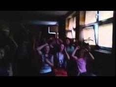 Cała szkoła odśpiewała wulgarną piosenkę rapera Popka. Dyrekcja wezwała policję