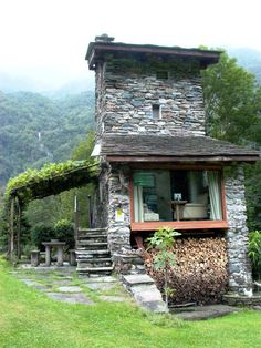 Tiny House Cabin, Tiny House Living, Tiny House Design, Cabin Homes, Stone Cottages, Cabins And Cottages, Stone Houses, Architecture Renovation, Cabins In The Woods
