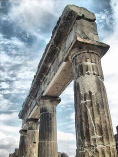 Pompeii Columns #pompeii #herculaneum #ruins #scavidipompei #pompei #museum #roman #ancient #excursions #travel #italy #faunopompei #vesuvius #amazing #street #progettopompei #mann #naples #grandepompei
