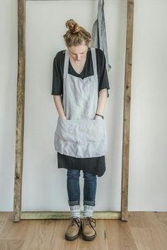 Short square cross linen apron/japanese style by notPERFECTLINEN I wonder if mom could make. Japanese Apron, Japanese Style, Mode Style, Style Me, Apron Designs, Linen Apron, Sewing Aprons, Look Fashion, Dressmaking