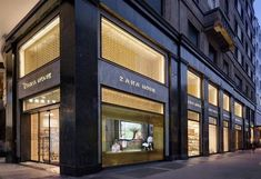 Zara Home más grande del mundo en Milán april 15 #flagship #retail #windows #vitrines #vitrinas #escaparates #visualmerchandising Pineado por Pilar Escolano