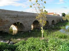 Ancient Roman bridges represent one of the greatest wonders of the Ancient World. They were an exceptional feat of Roman construction. The Romans were undoubtedly the first people to build large an…