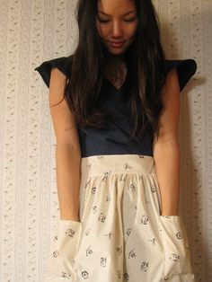 Cute dress with nice sleeves. And the skirt has pockets!