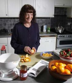 Val Harrison Making Marmalade - road to HOT lettuce soup! Jam Recipes, Sweet Recipes, Whole Food Recipes, Cooking Recipes, Vegetable Recipes, Vegetarian Recipes, Making Marmalade, Allotment Gardening, Gardening Tips